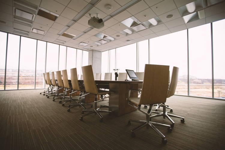 04_Pixabay_conference-room-768441_1920