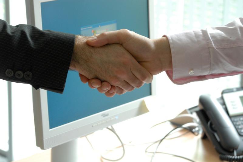 03_q7-handshake-440959_1920